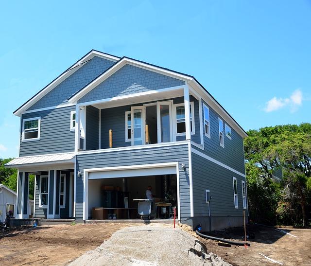 modrobílý dům