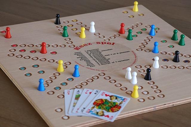 společenská hra a karty
