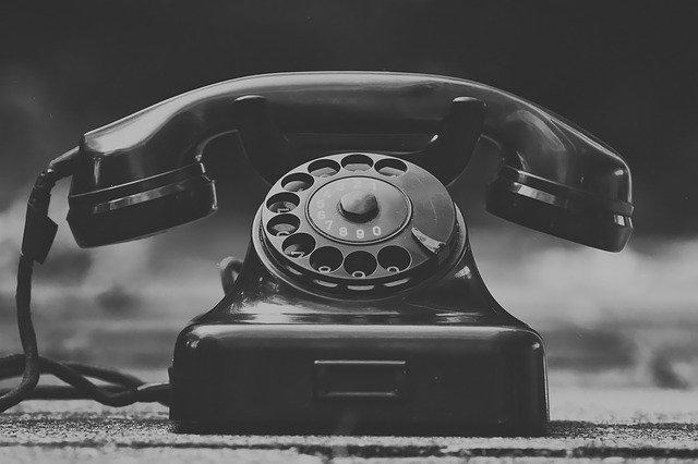 Historický telefon (pevná linka)