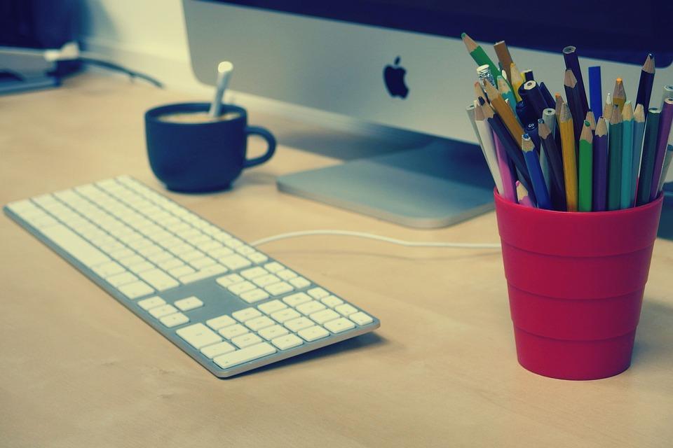 klávesnice u počítače